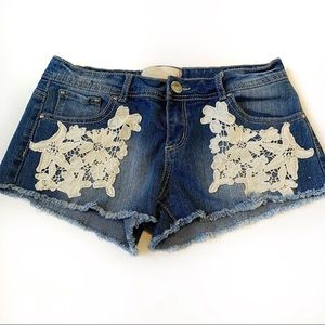 5/$25 🌟 Almost Famous Jean Shorts with Lace